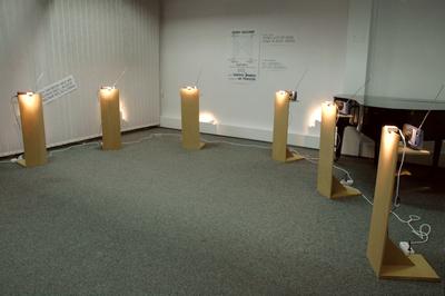 Przestrzeń  wewnętrzna (duża sala) z wystawę indywidualną Włodzimierza Borowskiego